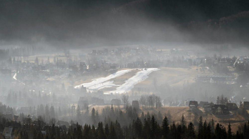 Gubalowka Mountain covered with smog in 2015. Credit:  Agencja Gazeta