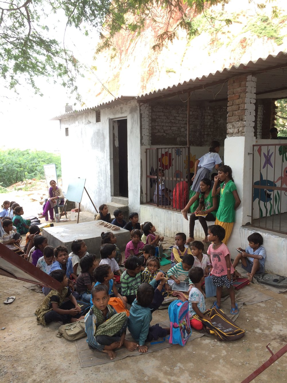 Outdoor school classroom in Jaipur, India