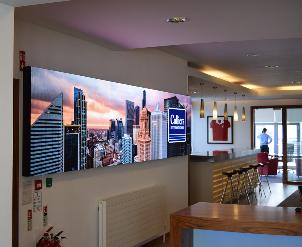 Indoor 4.5m x 1m video wall