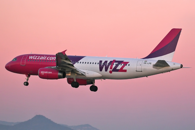 Airbus_A320-233_Wizz_Air.jpg