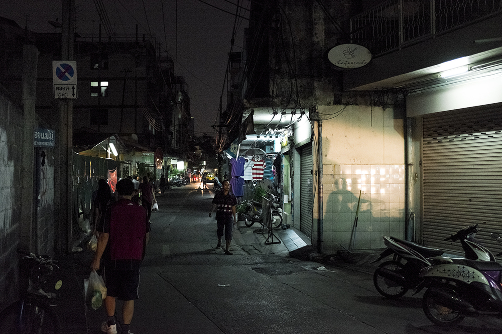 Night walks in the humble streets of Din Daeng.