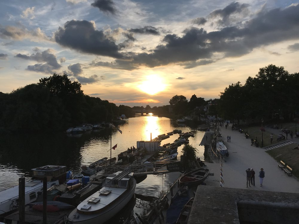 Thames river walk - Richmond, London