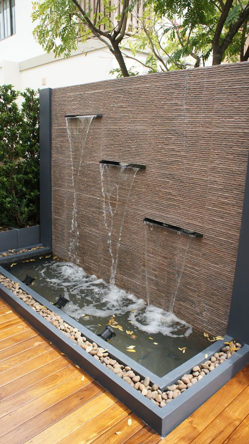 Water wall with three spillways