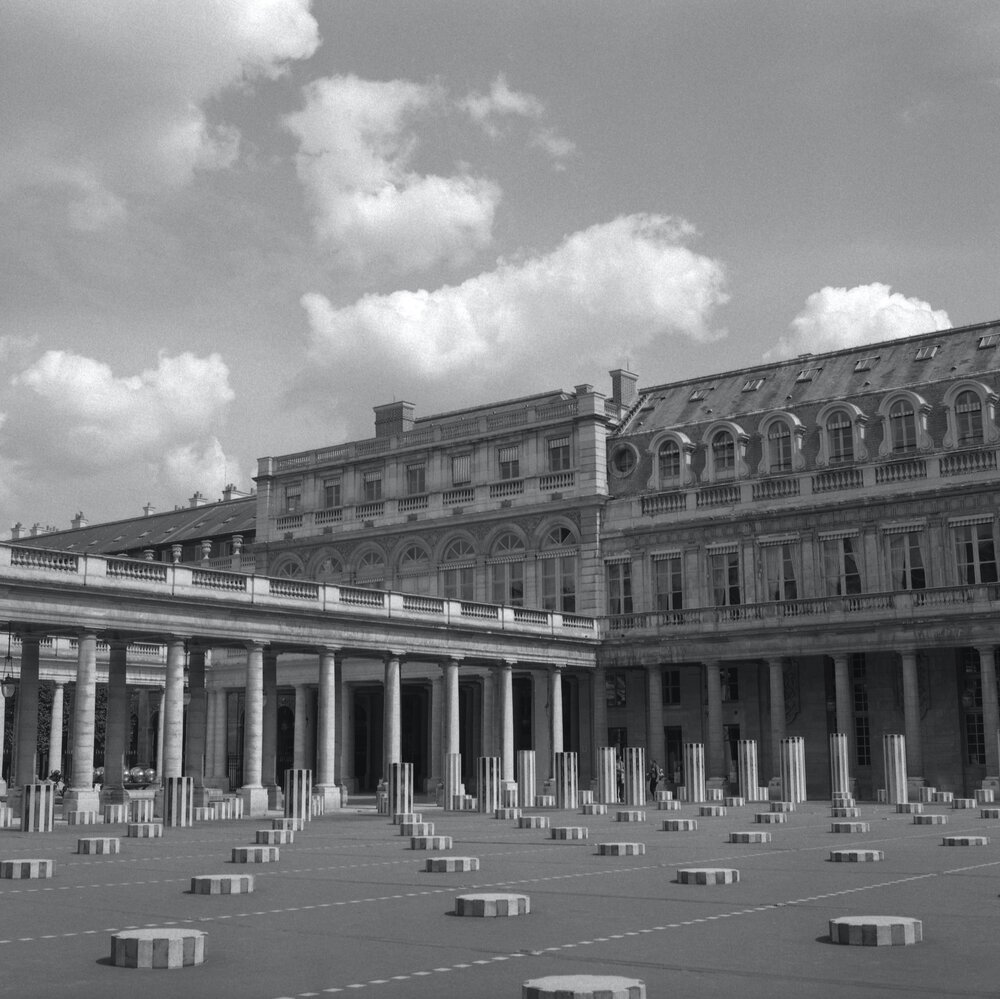 colones de buren . palais royal . 2005