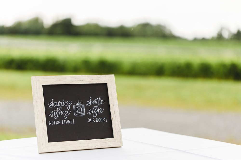 Guest Book Chalkboard imaginejoy calligraphie (mariage quebec).jpg