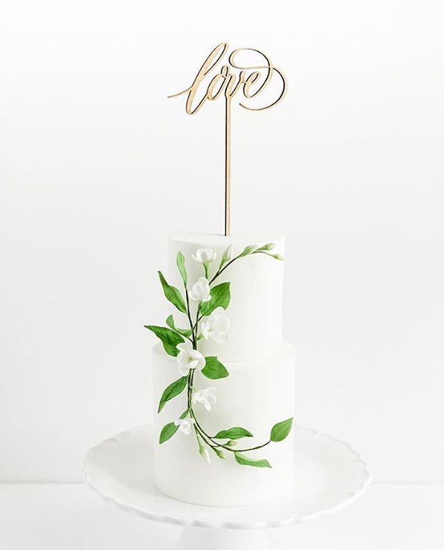 As I plan and re-focus for 2019, I will be discontinuing production of my laser cut cake toppers. And since it's #BoxingDay, that means I'm clearing out my inventory and offering my remaining stock at 60% off! There are English and French designs as well as Mr&Mrs, Mr&Mr and Mrs&Mrs. 💫 . . . Photo by @lisarenaultphotographie, cake by @sweet_savour #loveislove #caketoppers #boxingdaysales #shopsmall #faitamontreal #madeinmontreal #madeincanada #weddingcake #cakedecorating #cakestagram #sugarflowers #montrealwedding #mtlwedding #mtlweddings #mariagemontreal