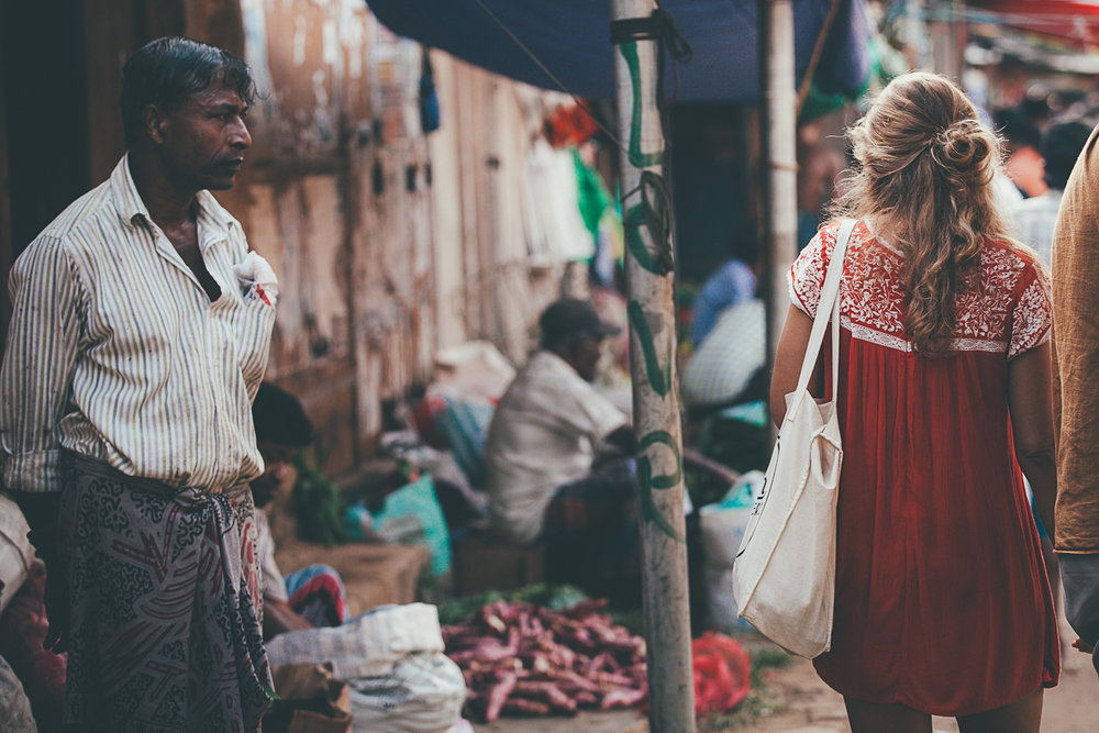 Wandering in Weligama food market :: Photo by Filipe Neto