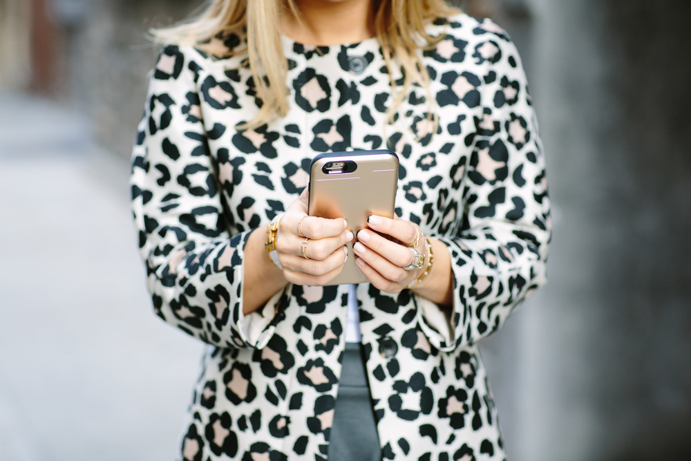 Fashion Ambitionist Texting.jpg