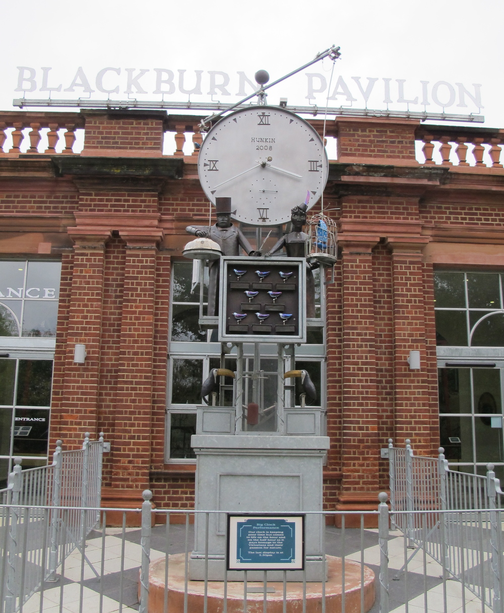 Here's the mechanical bird clock in front of the zoo's Blackburn Pavilion. You have to check out the video below that we shot when the clock struck 4 p.m. We missed the very beginning but stick with it to the end, when more things happen.