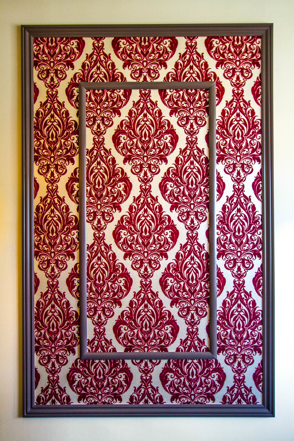 Flocked Damask Wallpaper in Large Double Frame