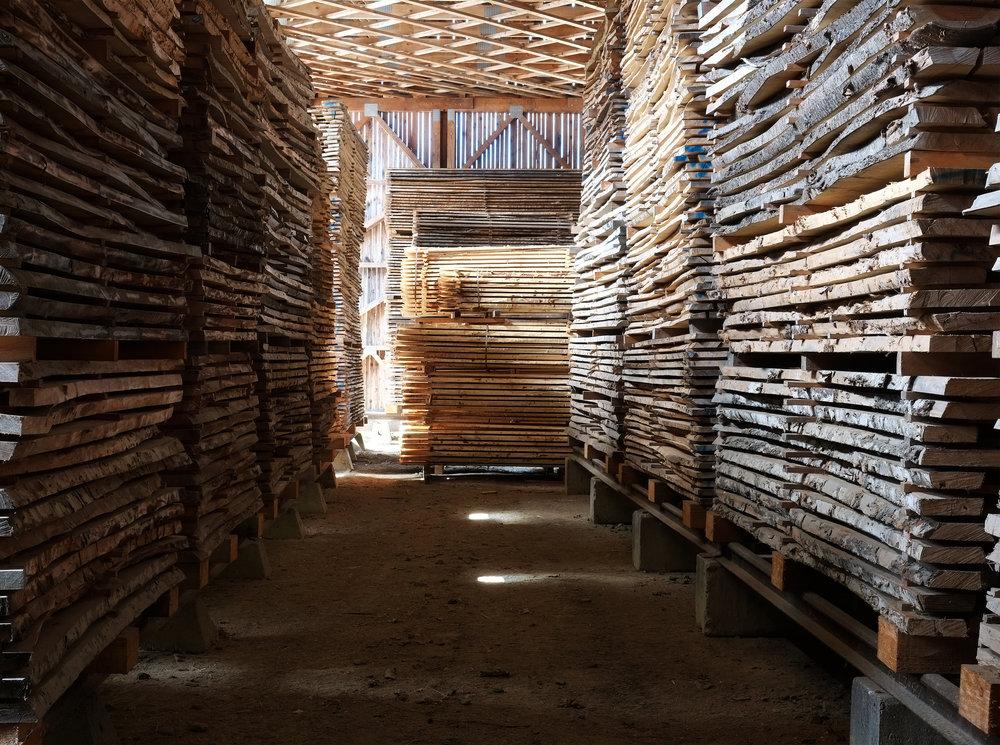 Blick in das Tischler Holzlager