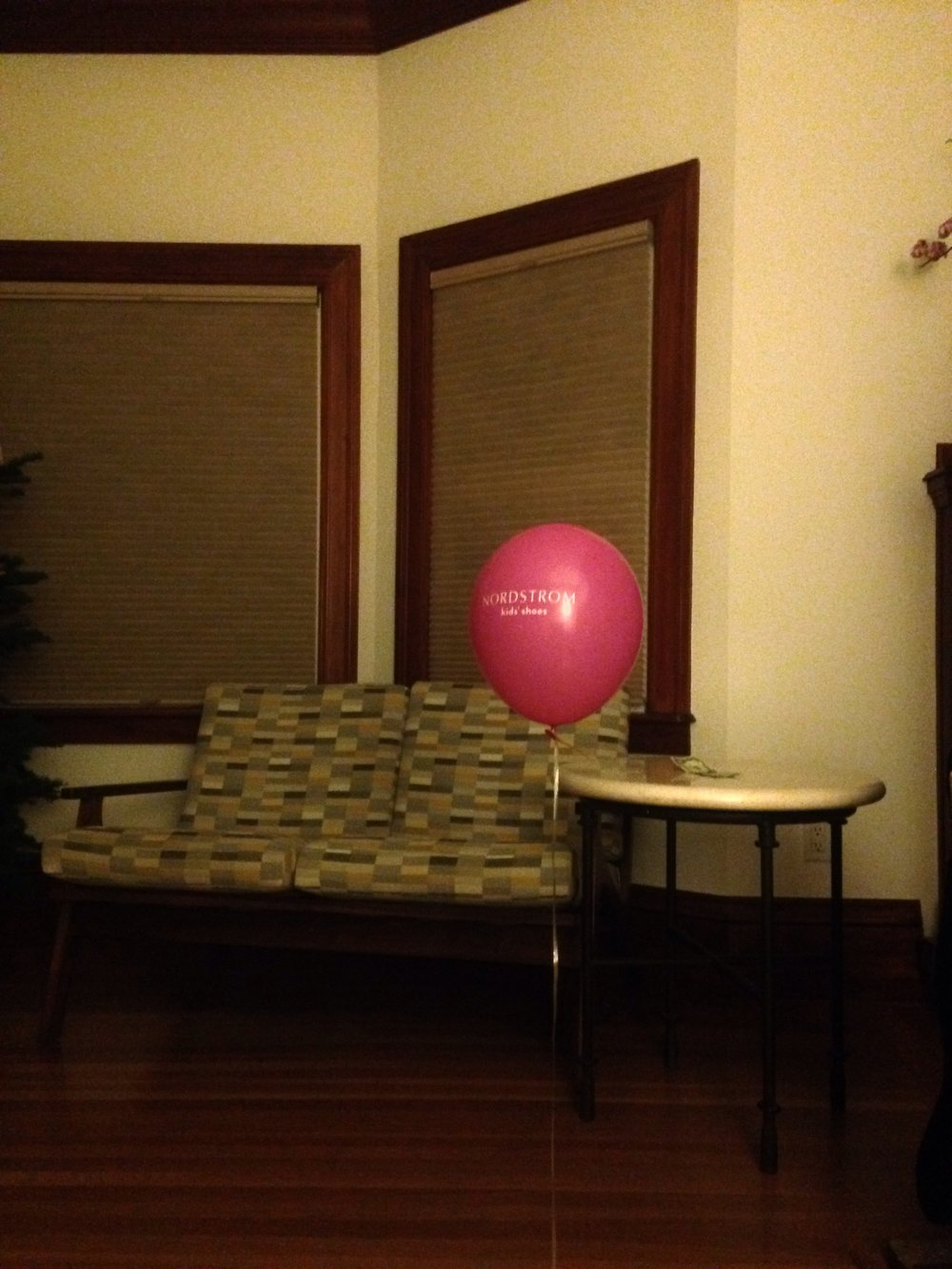 Complimentary baloon in living room,  San Francisco, December 29, 2016.