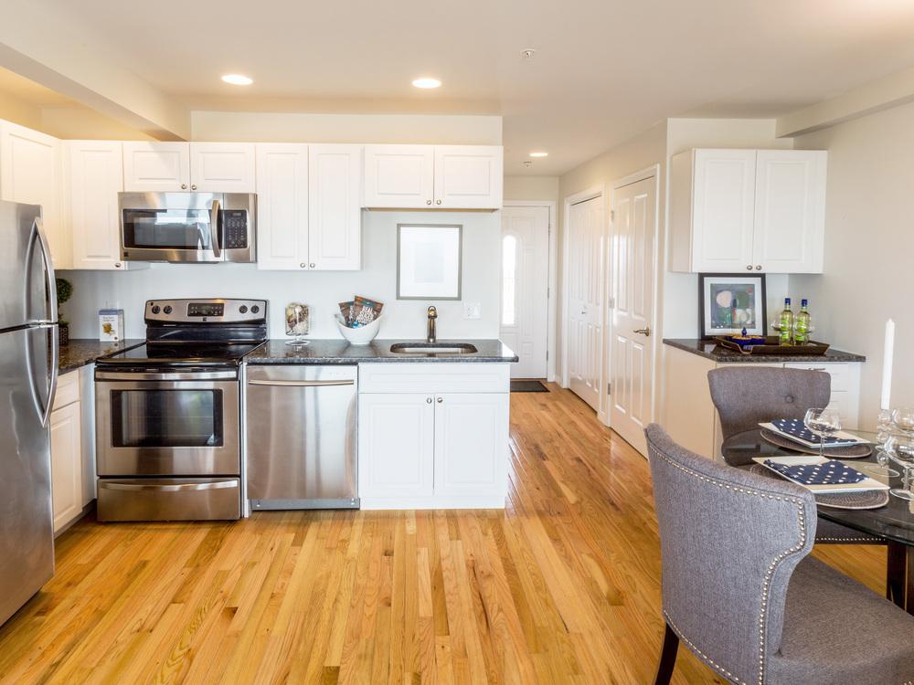 SHORELINE-PropertyUnits-KitchenDining3.jpg