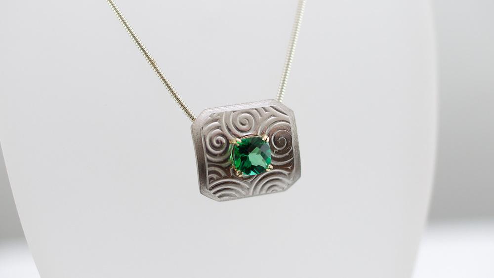 pendant-emerald2.jpg