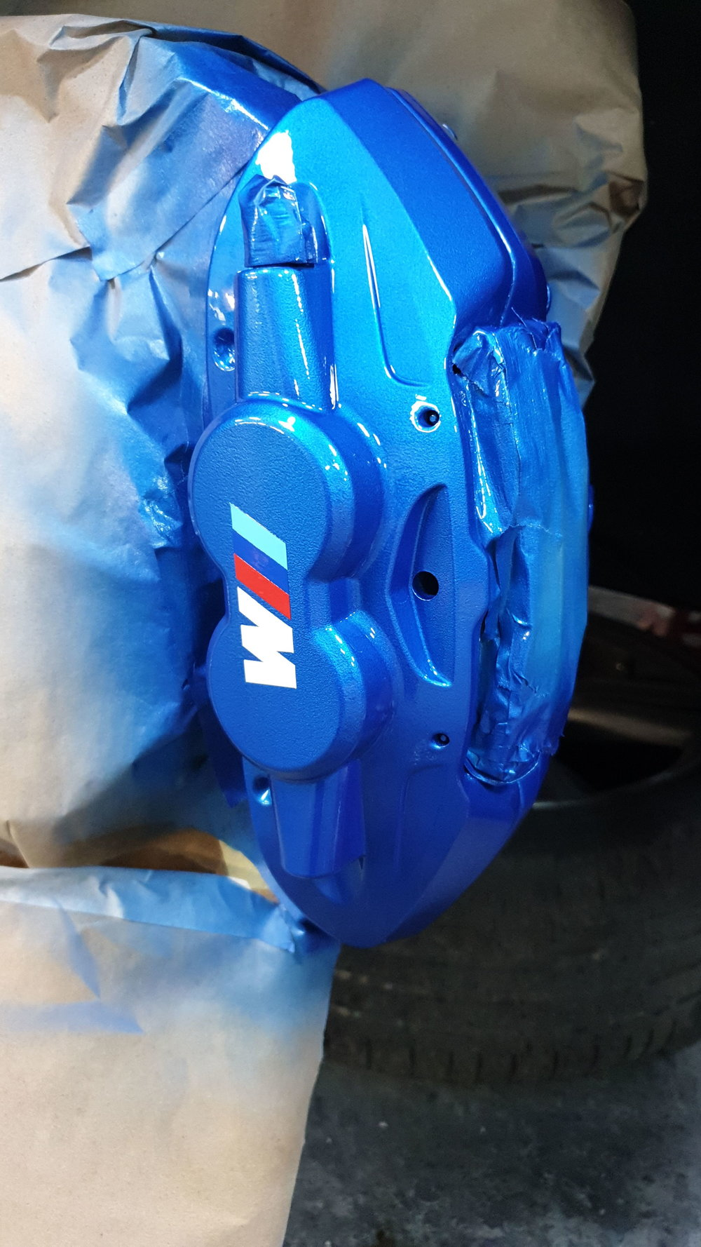 BMW 4 SERIES CALIPERS IN CUSTOM PEARL BLUE WITH CUSTOM M SPORT DECALS