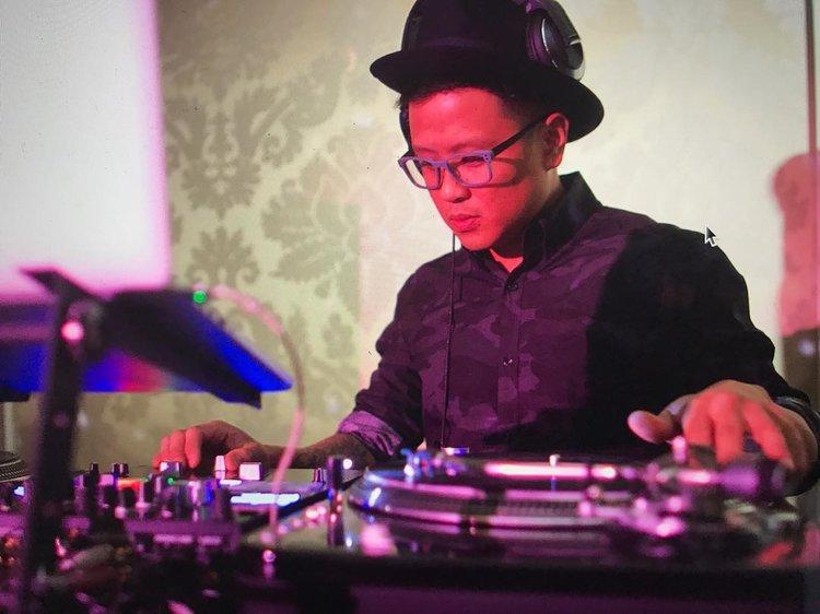 stylish-DJ-a-wedding.jpg