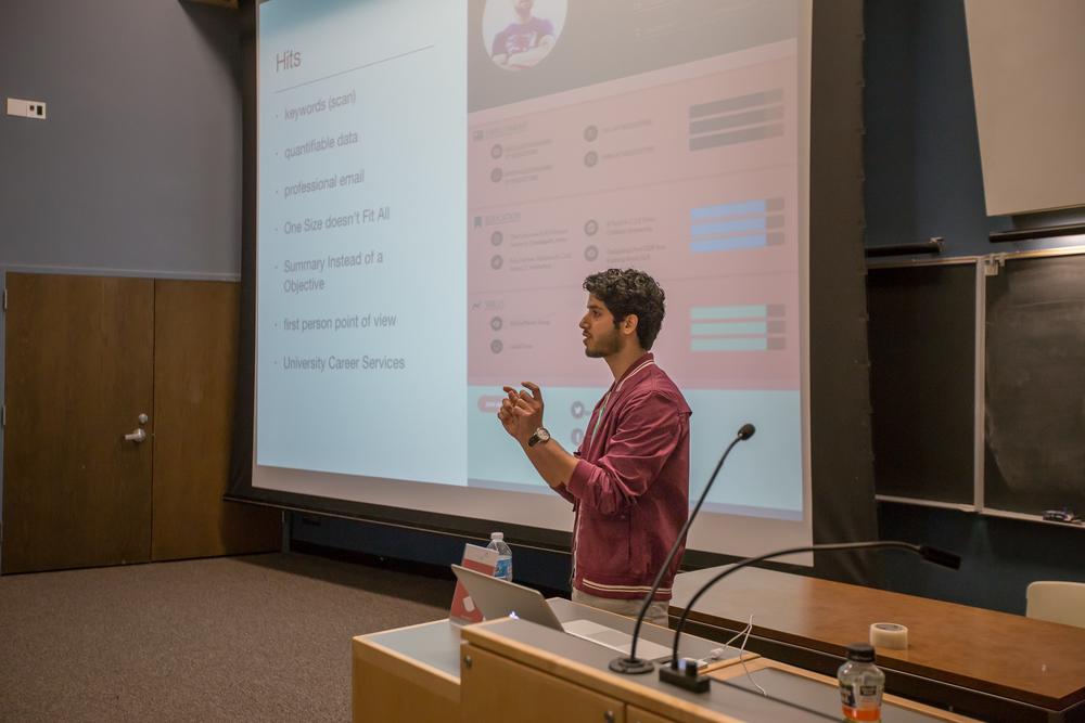 المهندس فهد الدعجاني يلقي ورشة عمل بجامعة واشنطن-سياتل عن طريقة تصميم السيرة الذاتية بطريقة احترافية