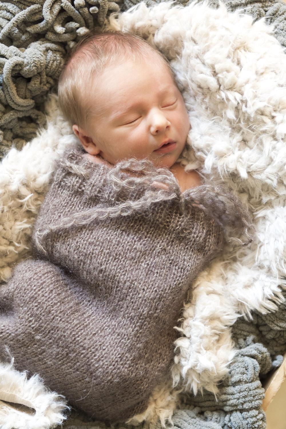 Newborn_LleytonDurant-5038.jpg