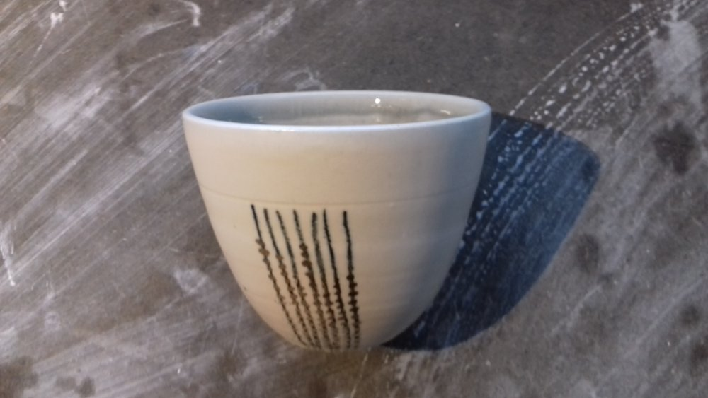 small smooth stoneware beaker with drawn oxide pencil lines and gold lustre