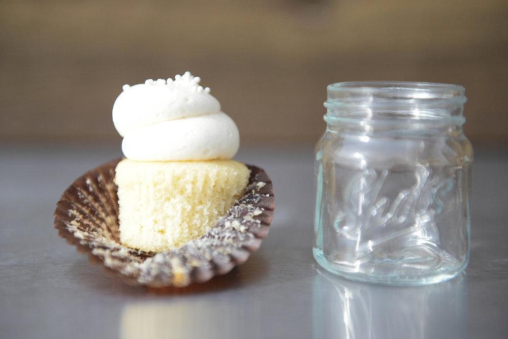 BLANC | VANILLA CAKE + VANILLA BUTTERCREAM