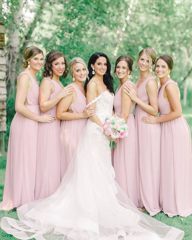✨ have you gone over to @theperfectpalette & seen this entire gorgeous blush toned wedding? 👰🏻 💕 we were so fortunate to create macarons for this beautiful couple 🥂  #LUXE #LUXEbigsky #LUXEbozeman #MontanaWeddings #MontanaBride #MontanaMoment #Brides #SummerWeddings