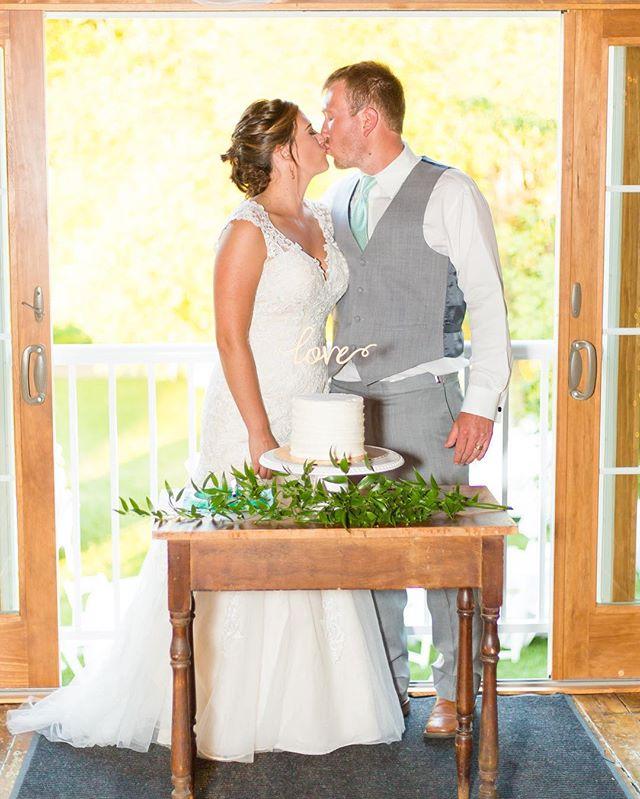 F I R S T comes love. 💕 T H E N comes dessert. 🍰  #LUXE #LUXEbigsky #SpiritedSweets #MontanaBride #WeddingCake #Bigsky #Bozeman #MontanaMoment
