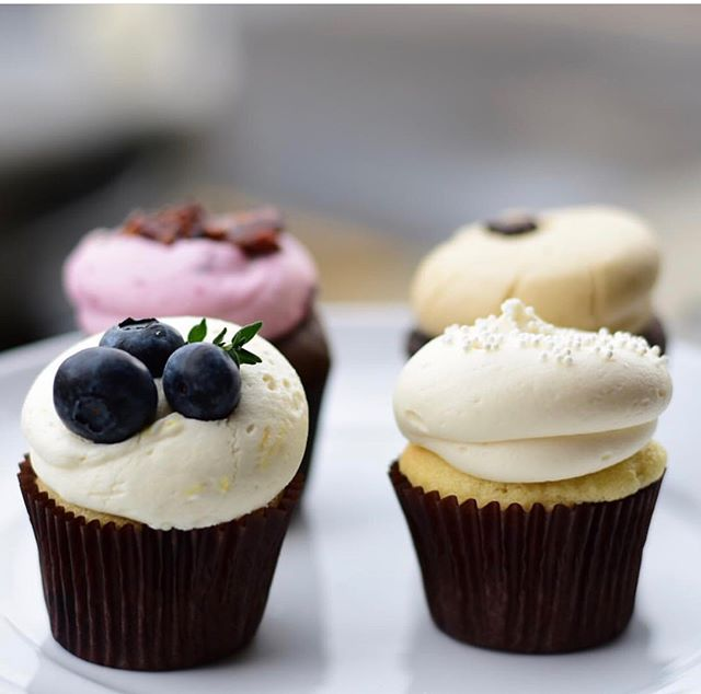 @blendbzn  is hosting a WINE + CUPCAKE PAIRING ON SUNDAY, AUGUST 12. @kelleykrekel from @vmfashiontruck will also be here with the latest fashion trends! This is not only a fantastic way to spend an afternoon to sip & shop with your friends, but also so absorb a little more wine knowledge!!! ❤️🍷 Grab your tickets NOW! LINK IN BIO 👆🏻 # LUXEBozeman #LUXEbigsky #SpiritedSweets #EatResponsibly #Wine #CupcakesAndWine #Bozeman #Montana #RoseAllDay