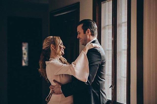 Amazing couple and and the perfect light . . . . . #hypebeast #Buffalo #Moodygram #Vsco #bohobride #thatsdarling #loveauthentic #engaged #greenweddingshoes #chasinglight #bohowedding #weddingseason #smpweddings #ftwotw #elopement #theknot #FilmIsNotDead #filmphoto #kodak #thecreative #ishootfilm #keepfilmalive #expofilm