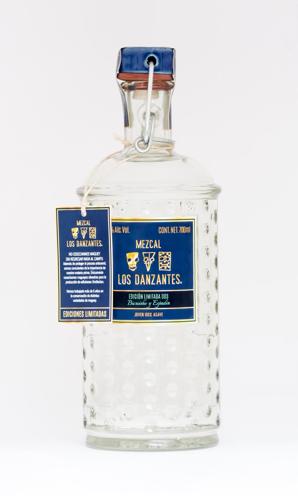 Mezcal Los Danzantes Joven Edición Limitada No. 1 Total del litros producidos. 498 lt. % ALC. VOL.: 47.3  La Edición Limitada No. 1, está elaborada con tres variedades distintas de maguey: 53% de maguey Tobalá (a. Potatorum. Zucc) cosechado en la colindacia entre San Pedro Quiatoni y San Luis del Rio, Oax. 33% de maguey Espadín (a. Angustifolia. Haw) cosechado en Santa Cruz Papalutla, Oaxaca y 14% de maguey Cuishe (A. Karwinsky). cosechado en los alrededores de Santiago Matatlán, Oaxaca.
