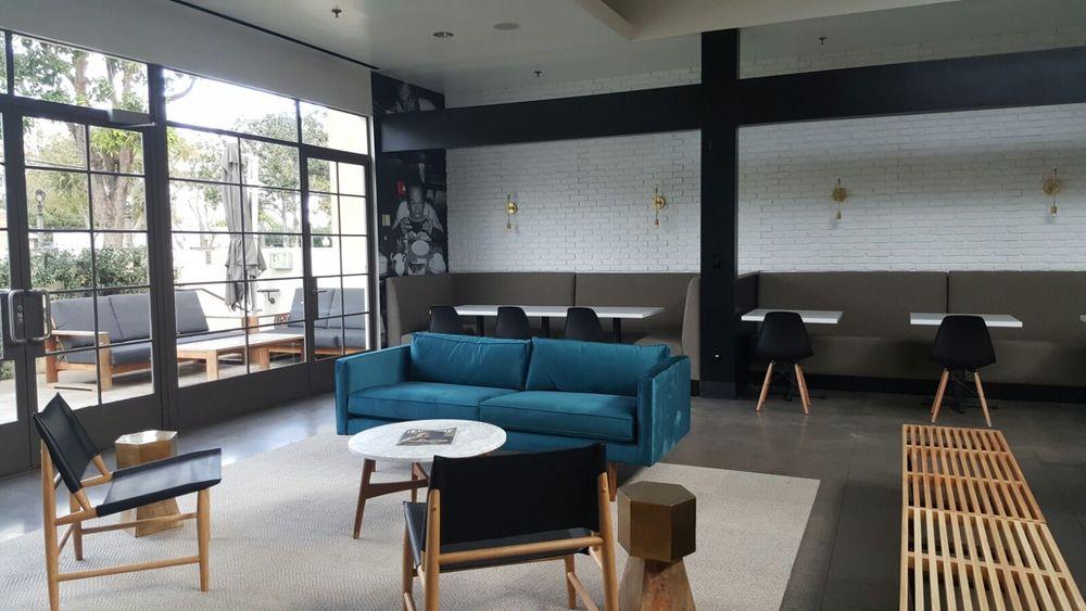 8 lounge 2.jpg