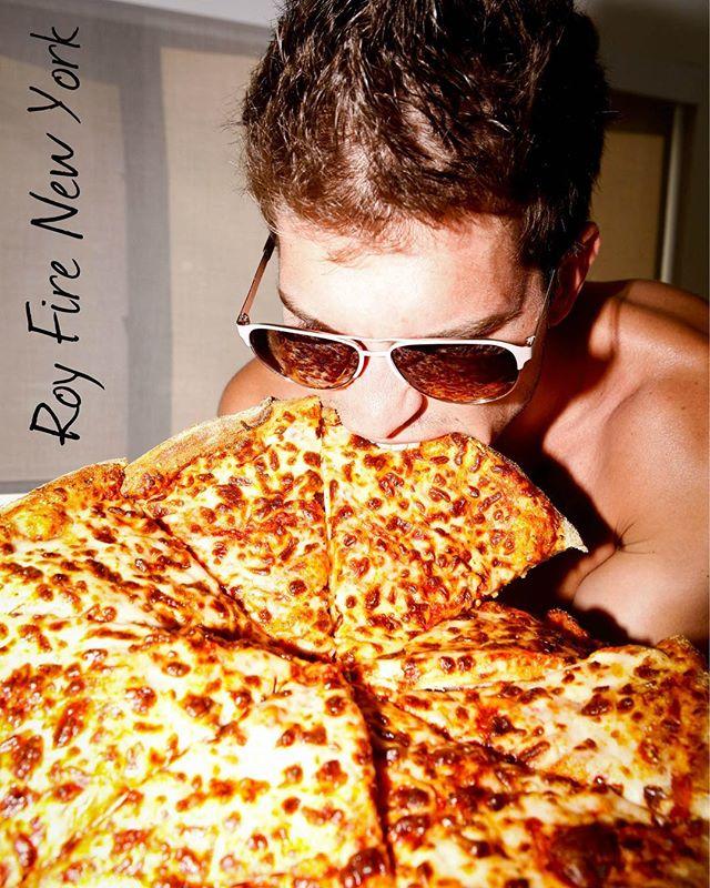 #Pizza is always a good idea 😁👍🏼 #royfirenewyork ✌️😎 #sunglasses #fun #sun #style #nyc #royfire #hot #summer