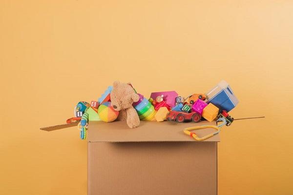 box-full-of-childrens-toys_925x.jpg