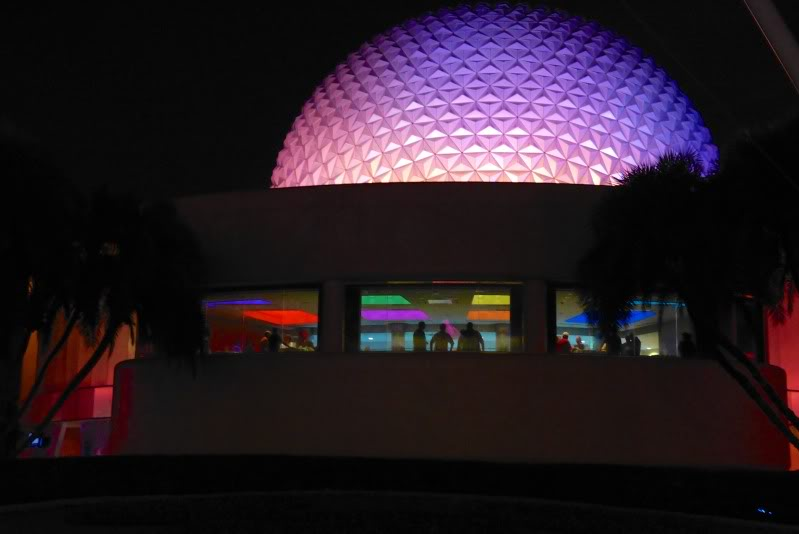The lounge seen from Innoventions Plaza. Photo:   http://www.disneyeveryday.com/