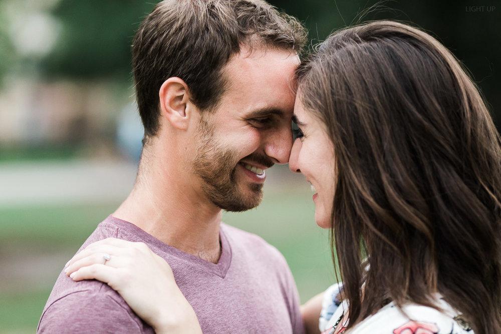 romantic-engagement-photos-in-orlando-1.jpg