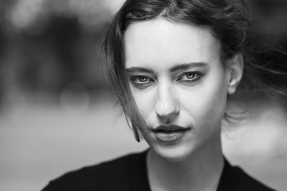 Stranger 105/200 - Sophie