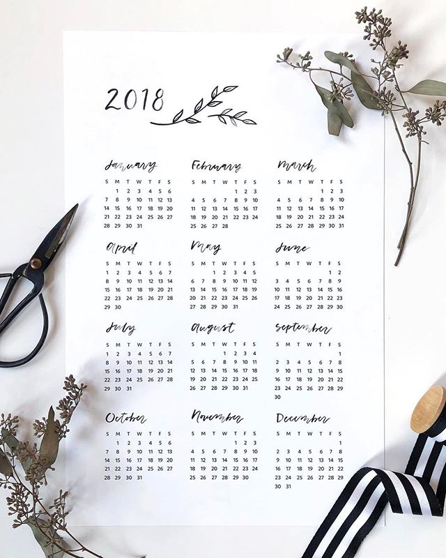 2018 calendars are in the shop! I kept it minimal this year, and I have to say, they're kind of my favorite. 🤷🏼♀️ Order by Monday to get it before Christmas! Perfect for the office or fridge. Link in my bio!