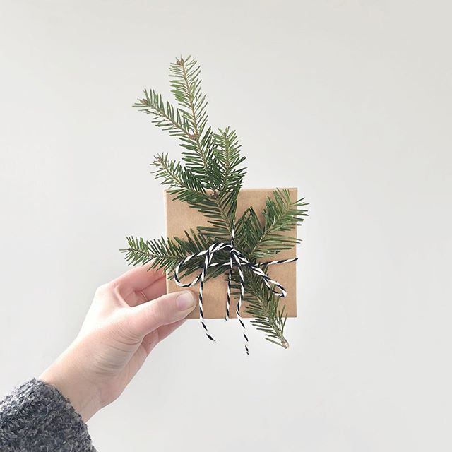 Brown paper packages tied up with string 🎶 Merry Christmas! Hope you're spending it cozied up with friends and family drinking champagne and eating cookies. 🍾💙🎄