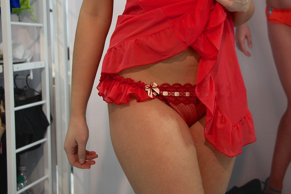Tease Thong in Cranberry/Champagne, 8-20