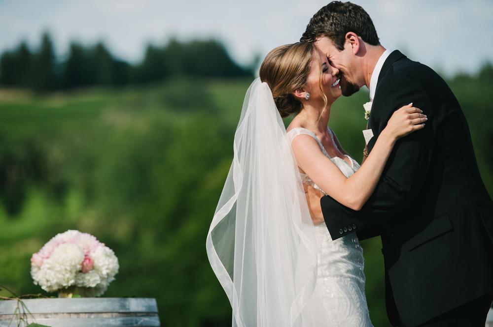 15-zenith-vineyard-wedding-portland-oregon-christa-taylor-photography.jpg
