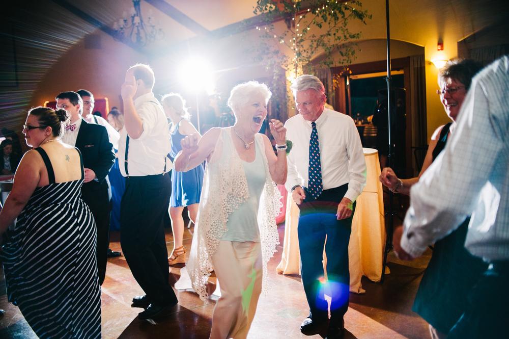 26-zenith-vineyard-wedding-portland-oregon-christa-taylor-photography.jpg