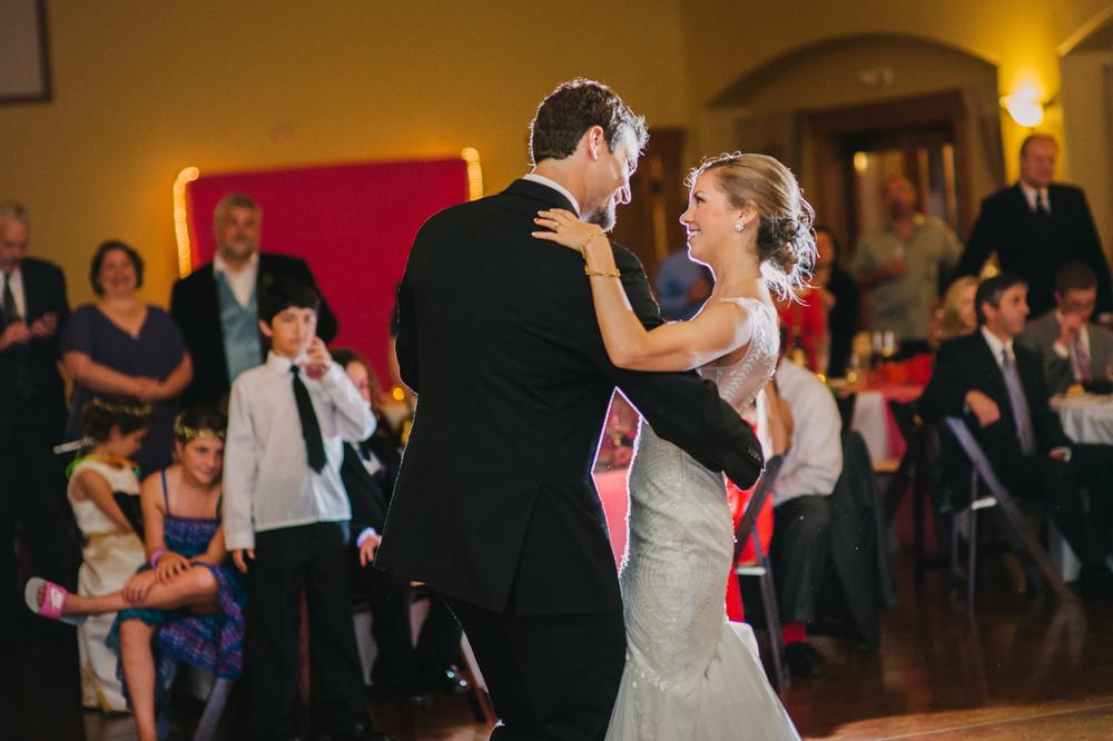 28-zenith-vineyard-wedding-portland-oregon-christa-taylor-photography.jpg