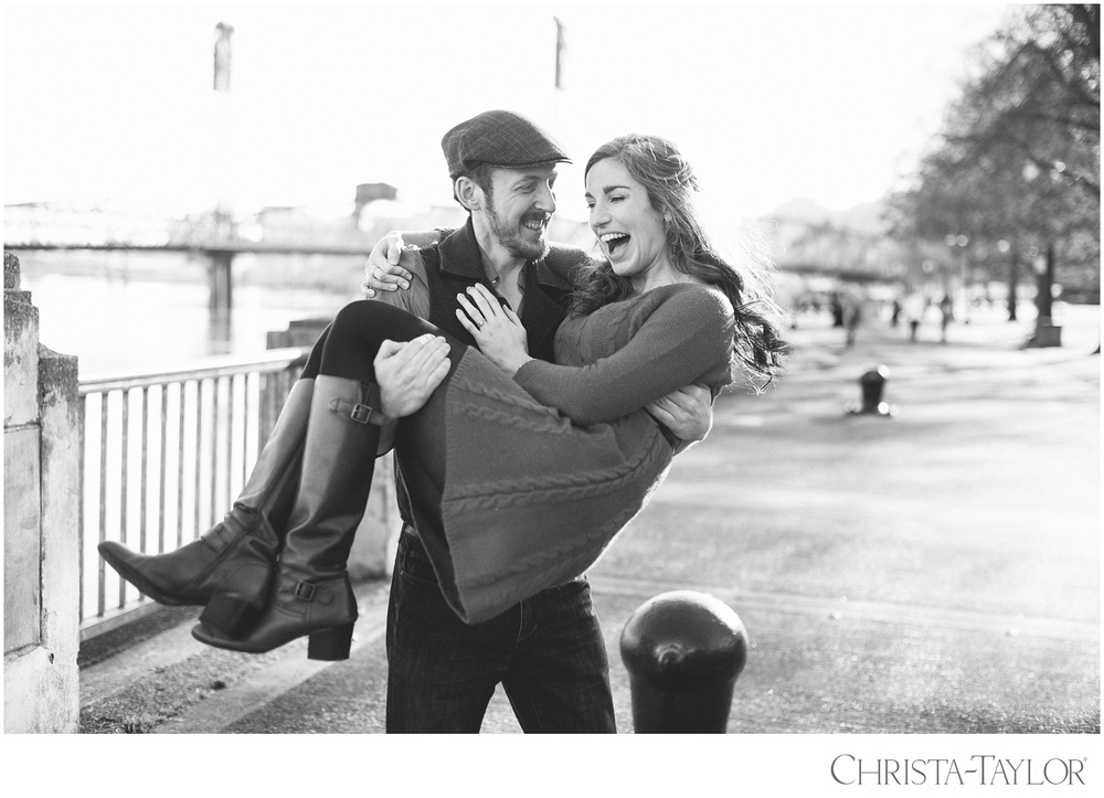portland waterfront engagement photos_2423.jpg