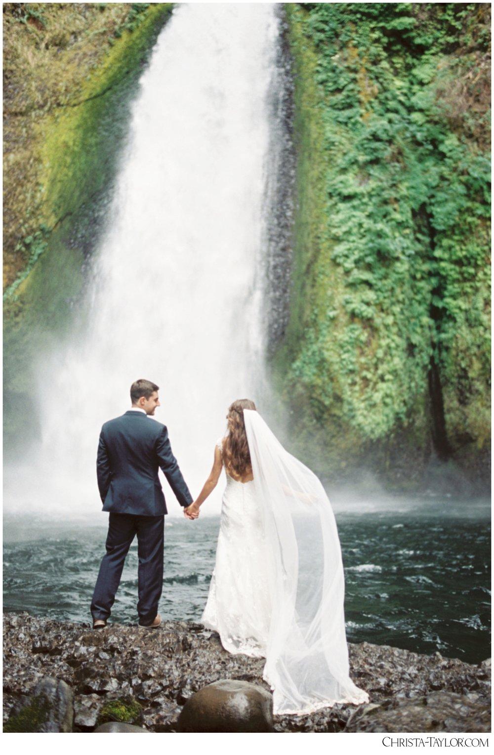 wahclella falls elopement_0631.jpg