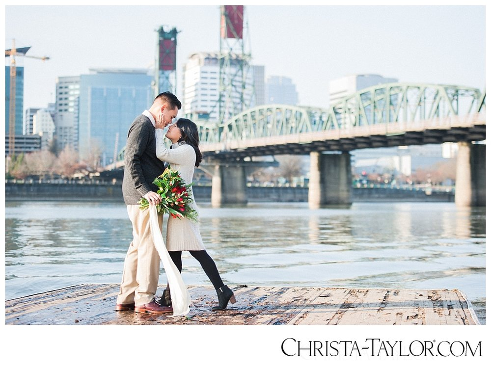 portland waterfront engagement photos_0814.jpg