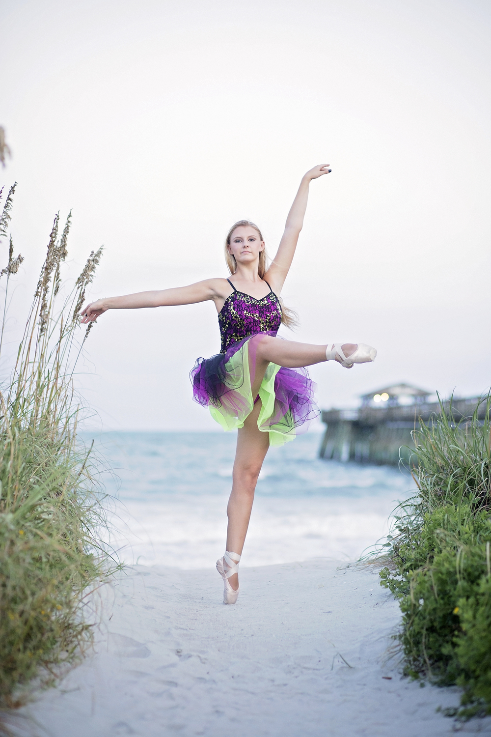 ballet en pointe on beach