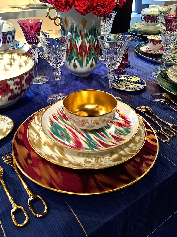 http-::quintessenceblog.com:the-chic-table-hermes-voyage-en-ikat:1.jpg