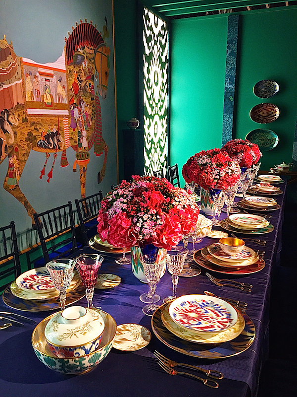 http-::quintessenceblog.com:the-chic-table-hermes-voyage-en-ikat:.jpg