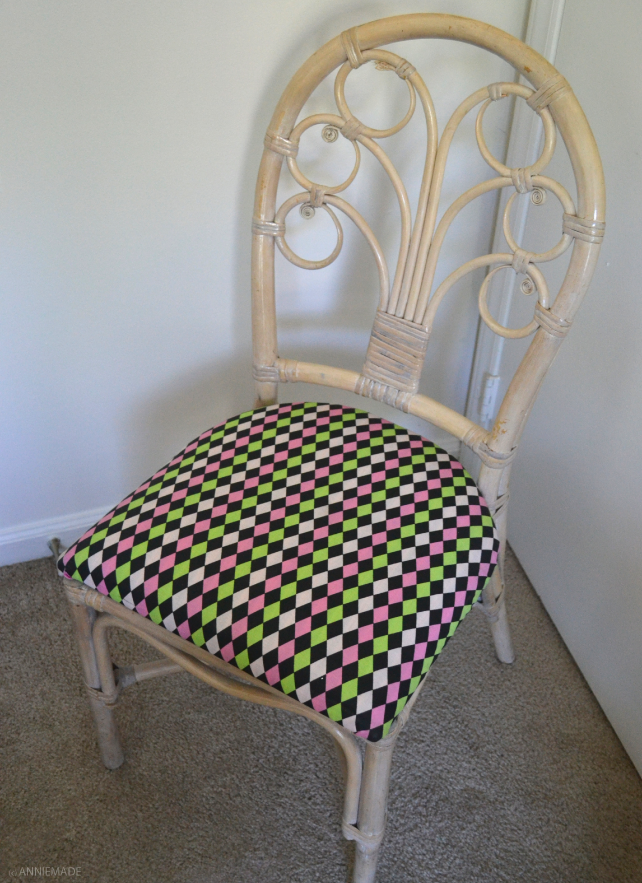 anniemade // DIY Pink Wicker Table and Chair Set Makeover - Spray paint and fabric re-do