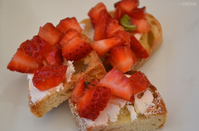 anniemade // Easy Recipe for Strawberry Basic Bruschetta