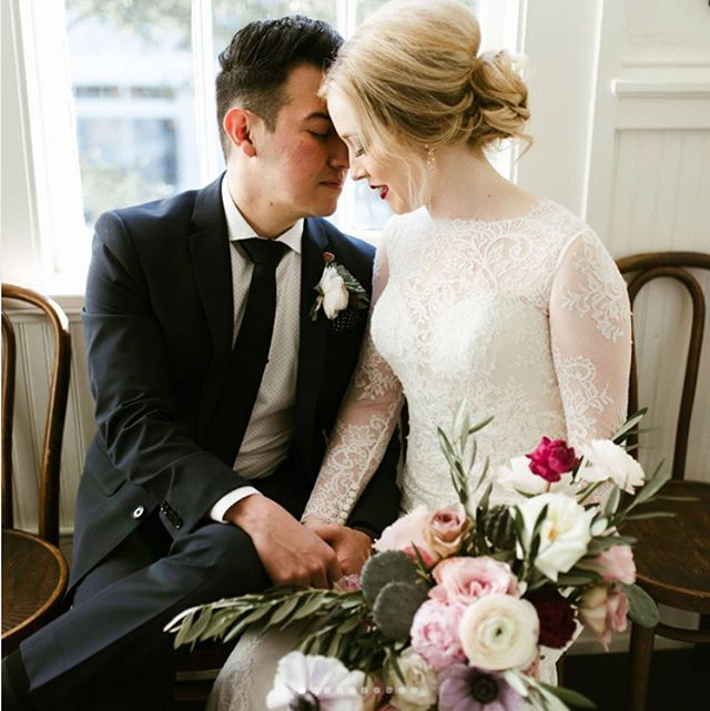 @jordanmitchellphoto  Just looking back through these photos from January, Jordan did such a great job, they are so beautiful!  @thorn_floral_studio . . . #houstonwedding #houston #houstonweddingplanning #houstonweddingplanner #bouquet #weddingflowers #floral #boutonniere #houstonflorist #houstonphotography #houstonphotographer #houstonweddingphotography #houstonweddingphotographer